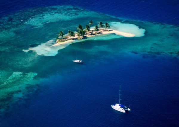 Goff's Caye: Visit the isolated island in the sea and have a luxurious time not doing anything!